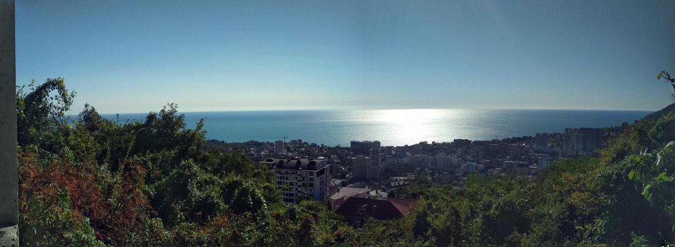 Сочи расположен в предгорьях Северного Кавказа
